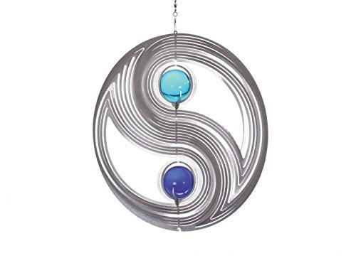 Illumino Windspiel Yin Yang für den Garten aus Edelstahl  35 mm Opal Glas-Kugeln  Rostfreies Metall  Garten-Dekoration für draußen zum Aufhängen  Türkis und Kobaltblau  210 mm Durchmesser